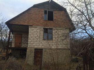 Продается дача на берегу озера в Максимовке
