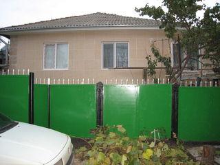 Telecentru,strada Rindunele3,casa buna,suprafata-120 metri,3 ari,pret-65000 euro