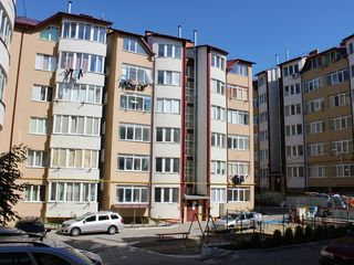 Vind apartament 2 odai in casa noua, la Tohatin