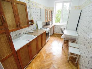 Centru,Stefan cel Mare /  Eminescu, apartament cu 3 odai + mansarda -   250 euro