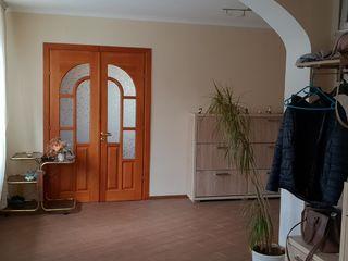 Budesti, casa buna de locuit, beci, garaj. Posibilitate si pentru 2 familii.