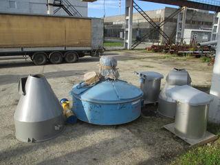 Бетоносмеситель БП-1500 Планетарный, роторный  Загрузка (л) 1500 Выход (л) 1000 Мощ-ть (кВт) 37 Раз