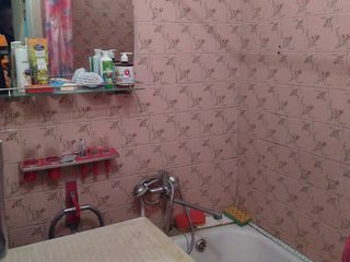 Продам 2 комнатную квартиру  на Шелковом с мебелью.