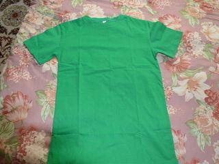 Новая футболка - на рост 1.45-1.55 - 50 лей, галстуки по 25 лей.
