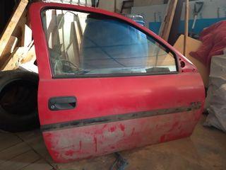 Opel Corsa B aripa dreaptă 200 lei, usa 400 lei, oglinda 200 lei, scaunul spate 400 lei.