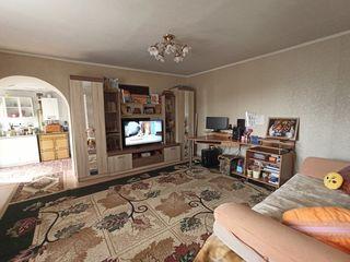 Продаётся дом, летняя кухня, на участке 5,8 сот. Автономное отопление, стеклопакеты.