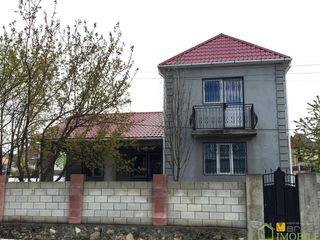 Urgent!!! casa compacta (110m2), cu 2 nivele in sector nou din Stauceni, linga Mega Alina
