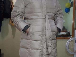 Зимний пуховик 56 размера (подойдет и на 52-54).пудрового цвета.состояние 9 из 10.одет пару раз