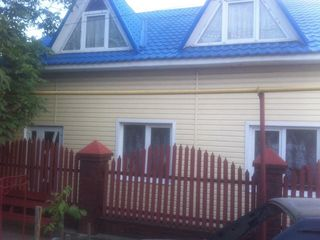 Se vinde casa cu mansarda si sarai