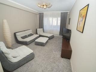 Срочно! Сет мебели для гостиной (диван, оттоманка, пуфик и кресло).