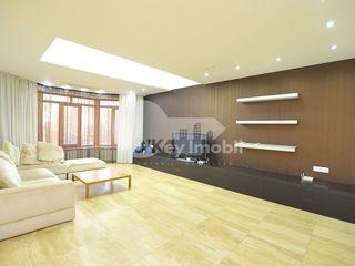 Casa cu 3 nivele, str. Ciocirliei, reparație euro, 600 mp, 3700 € !