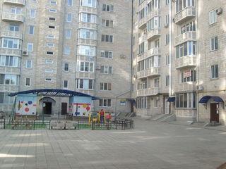 Apartament nou,spatios 4 camere ! Квартира в заселенном новом доме!