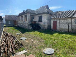 Spre vanzare casa in or. Ialoveni, satul Sociteni 100 m.p pe un teren de 10 ari