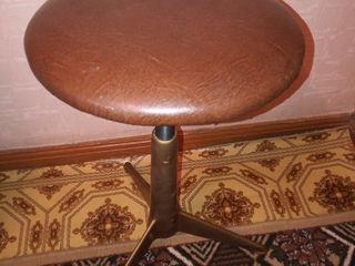 Винтовой стул для пианино