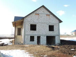 Se vinde casa noua!