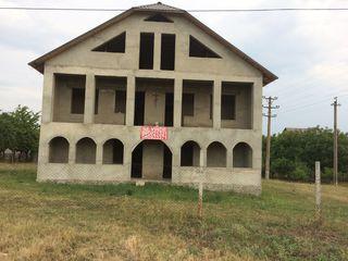 Casa cu 2etage și mansarda