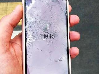 Iphone ecranul sparta- în aceeaşi zi luăm, reparăm, aducem !!!