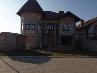 Продается дом на против Megapolis mall.Возможен обмен или продажа части дома. Цена договорная