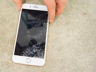 Iphone 8/8+ Ecranul spart? Vino, rezolvăm îndată!