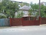 Se vinde casă pe pămînt în centrul orasului Hîncesti