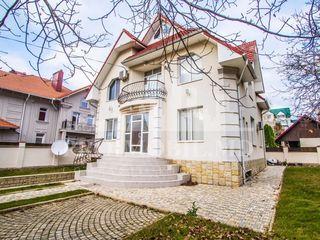 Casă în chirie, str. M. Berezovschi,  1200 €