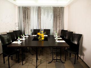 Casa in chirie pe 24 ore. 2 etaje, 5 camere + Sala de festivitati. In Centru. Numai 149€. 15 pers.