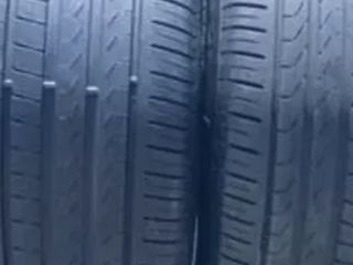 Vând set anvelope vară Pirelli Run Flat (față 275/40 r 20, spate 315/35 r 20). Prețul 550 euro.