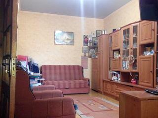 Ap. în centrul orașului cu 2 camere în casă la pămănt. Autonomă, Climă +Șură +beci. str. A. Vlahuță.