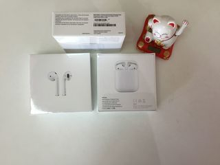 Apple AirPods 2 with wireless charging case новые 175 euro. Модель MRXJ2ZM/A поддерживает