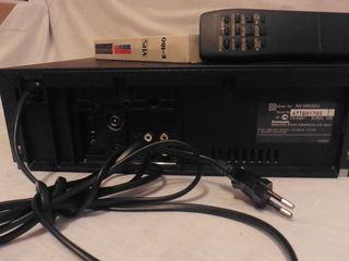 Видеомагнитофон видеоплеер пишущий Panasonic NV SR55 EU  с 24видиокасетами