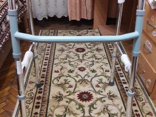 Ходунок для взрослых,Трость 4-опорная для пожилых людей,Стул для ванной и душа со спинкой.