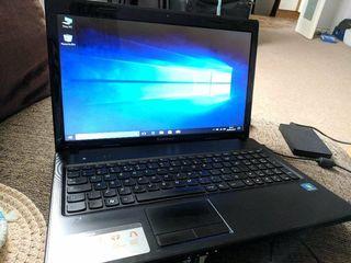 Lenovo g575 laptopu lucreaza bine ram 4gb ddr3 hard 320gb ecran mare 15.6 led batereia tine 2 ore