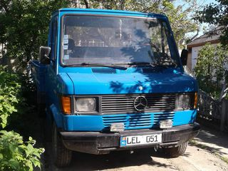Mercedes benz-407