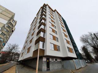 Se vinde apartament cu 3 camere separate + living spațios, 2 balcoane, etajul 8 , de mijloc.