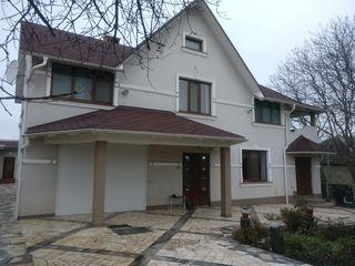 Casa moderna la buiucani in loc linistit la 5 min de Flacara