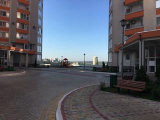 Срочно! Валя Трандафирилор 6/1. 3-х комнатная, парк, закрытый охраняемый двор без машин, все рядом.