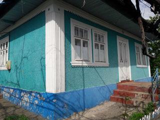 Se vinde o casă bună cu teritoriu mare