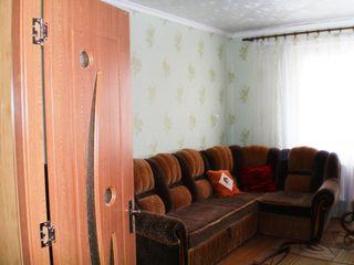 Se vinde un apartament cu 2 camere. Leova. Etajul 4, 2 balcoane. Cadou garaj cu reparaţie capitală !
