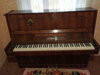 Продаётся пианино.