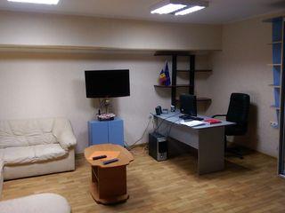 Oficiu, 2 birouri, Riscani.