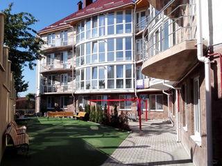 Apartament cu 2 nivele + Terasa in bloc nou. Euroreparatie. Mobilat. Sec. Riscani. Com. Gratiesti!!!