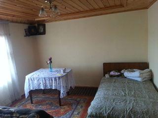 Se vinde casa in satul Ratus, linga trasa.
