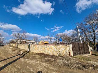 Se vinde teren pentru afaceri lingă traseul Ciorescu-Cricova