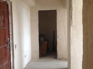 Apartament cu 2 odai in or. Hancesti , varianta alba.Pret 18000,negociabil.