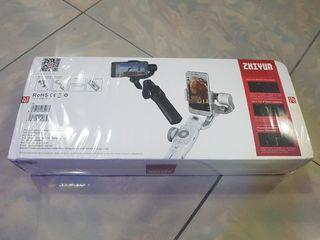 Nou sigilat Gimbal stabilizator стабилизатор Zhiyun Smooth 4 updated version +cadou