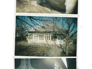 Se vinde Urgent casa in Telenesti, 4 camere si bucataria cu documentele in regula.