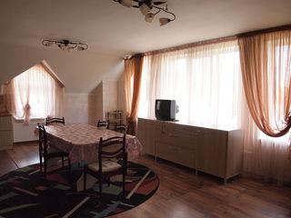 vila in 2 nivele1-5 odai,2 sufragerii,2 bai,internet.