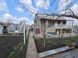 Se vinde casa cu teren  în Ciorescu , 44.000 e