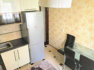 В центре в новострое сдаем 2-комнатную, все есть, можно на месяц, 300 евро