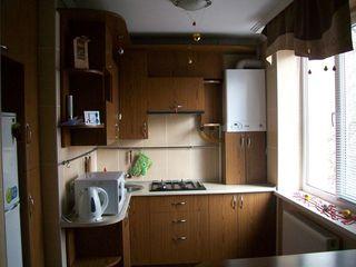 В Центре  г. Бэлць 2х комнатная квартира с евроремонтом мебелированная